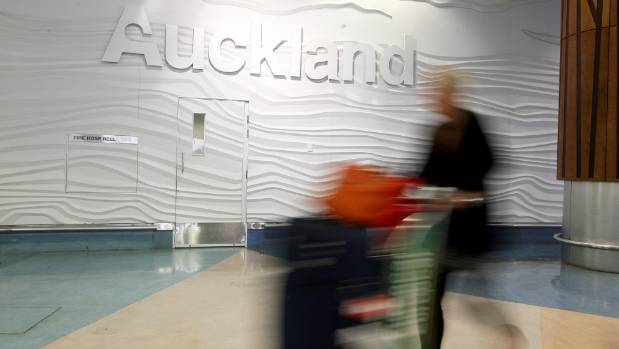 AUCKLAND AIRPORT: What's the easiest and cheapest way to get there?