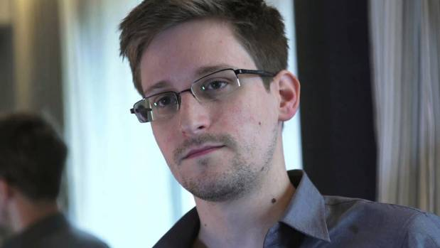 Former NSA contractor Edward Snowden has some tips for maintaining privacy on the internet.