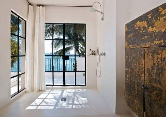 The home - would you look at that shower?! - has a price tag of $US16 million and is being sold by Pablo Alfaro of Douglas Elliman.