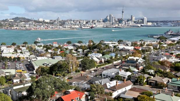 Social policy analyst Alan Johnson told Morning Report that 10 to 20 families were living in their cars in Auckland.