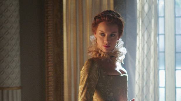 Rachel Skarsten plays Queen Elizabeth I on Reign.