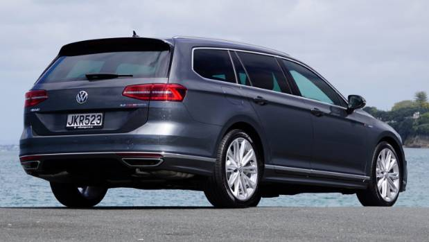 volkswagen puts the r into passat tsi 4motion wagon. Black Bedroom Furniture Sets. Home Design Ideas