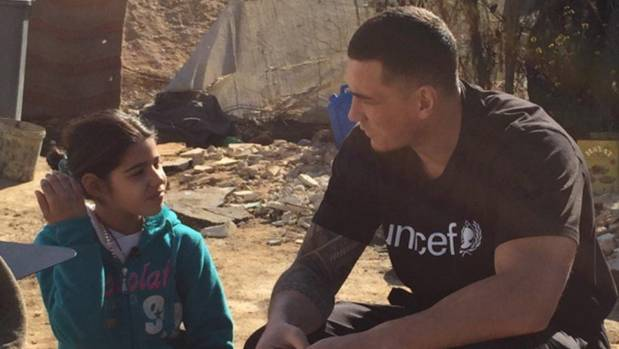 Sonny Bill Williams has tweeted two graphic pictures of dead children following a trip to Lebanon as a Unicef ambassador ...