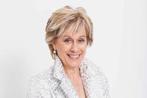 Rather than take 10 suitcases like her some of her colleagues, Dame Kiri Te Kanawa says she prefers to travel light.