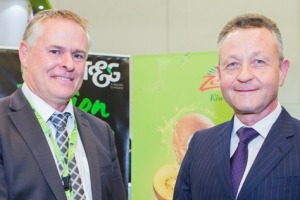 Zespri chairman Peter McBride, left, and T&G Global chairman Professor Klaus Josef Lutz sign the MOU at Berlin Fruit Logistica.