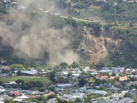 Richmond Hill cliff collapse and dust over Sumner just after shaking stops (as seen from Scarborough Hill).