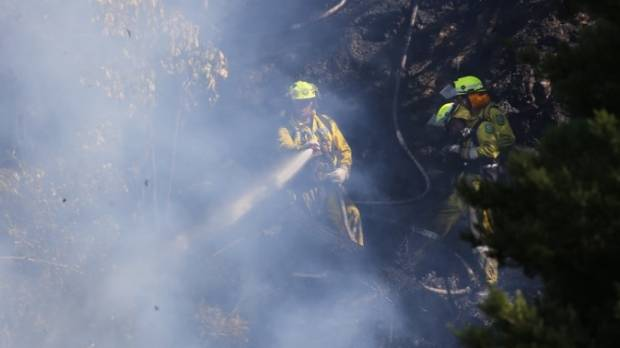 Fighfighter battler a blaze in Upper Hutt