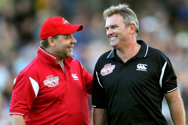 Martin Crowe enjoyed a good relationship with his cousin, famous actor Russell Crowe.