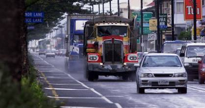 New Zealand bitumen is not standing up to heavy traffic and heat as well as it should, transport officials say.