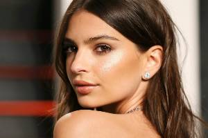 Emily Ratajkowski likes to unwind after a long day by going to a spa.