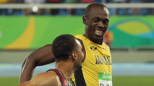 Bolt eases into 200m final, De Grasse close behind