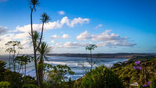 Sea, surf, bush and a Bohemian atmosphere make Raglan a sweet spot.