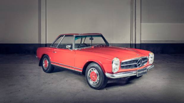 This 1969 Mercedes-Benz 280SL Auto is expected to fetch between $130,000 and $150,000.