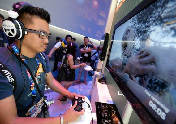 Danilo Napalan plays the new zombie survival game Dying Light at the Warner Bros booth at the 2014 Electronic ...
